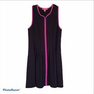 Betsy Johnson sleeveless V neck zip front